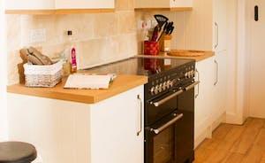 Well equipped kitchen with Platinum Rangemaster Cooker, Professional cookware pans, Dishwasher, Fridge Freezer