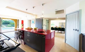 The Benches - The kitchen is both stylish and well equipped
