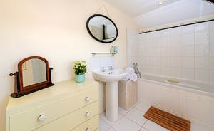 Asham House - The shared bathroom for Bedrooms 5 and 6