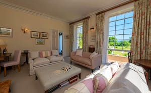 Asham House - Beautiful Georgian features throughout; a lovely setting for your family holiday