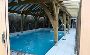 BEAUTIFUL OAK FRAMED SWIMING POOL