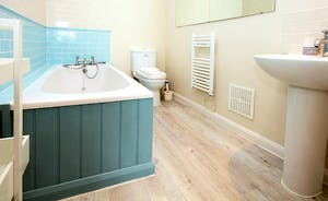 1st Floor Ensuite Bathroom