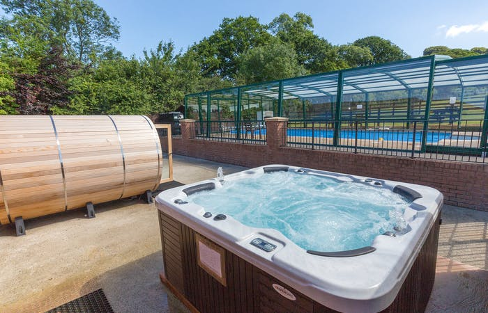 Devon holiday let sleeping 13 with indoor pool, hot tub, sauna and games room