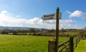 Pipits Retreat, Stonehayes: From the garden you can stroll down across the valley