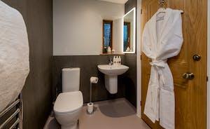 Kingshay Barton - Bedroom 5 (Wayford) has an en suite wet room