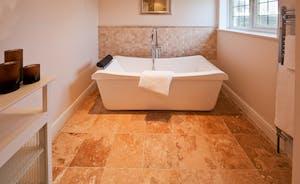 Ilbeare - The shared bathroom has a lovely big bath as well as a shower