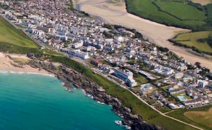 Halula Beach House is located in beautiful Pentire, Newquay. South Fistral Beach is one side and the River Gannel is the other