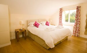 Fuzzy Orchard - Bedroom 3, on the first floor, has a fabulous en suite wet room with a free standing bath