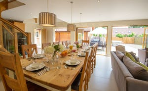 Ramscombe - A big dining table for happy celebrations
