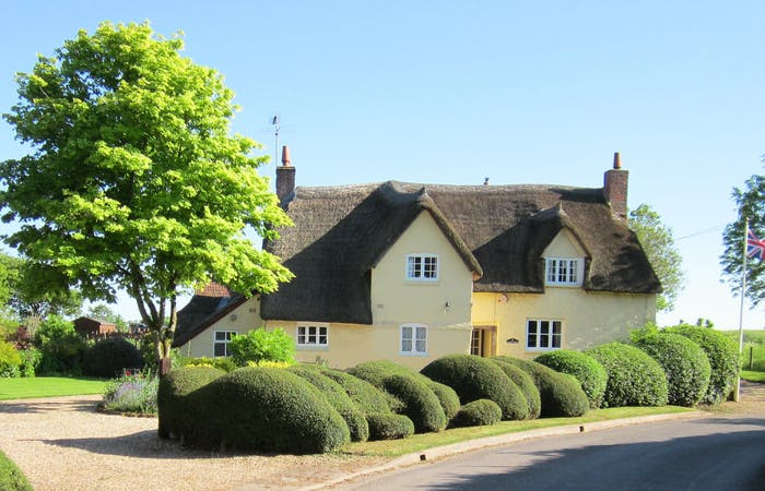 Somerset country cottage sleeping 12 with hot tub perfect holiday home for a large group