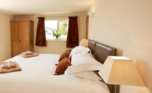 Holemoor Stables: Bedroom 8 can have super king or twin beds, and has an en suite wet room