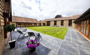 Coat Barn - Plenty of privacy in the quadrant courtyard