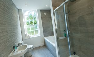 Pitmaston House - A very swish en suite bathroom for Bedroom 2