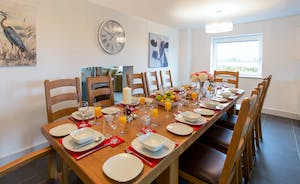 Orchard View - Lots of room for big celebration feasts