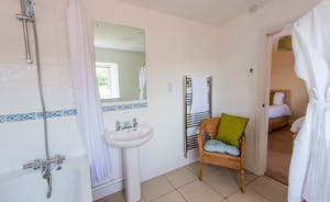 Pound Farm - Bedroom 4 has an en suite bathroom with a bath and overhead shower