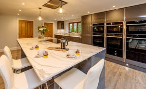 Kinghsay Barton - A very swish kitchen with all you need to cater for your large family holiday
