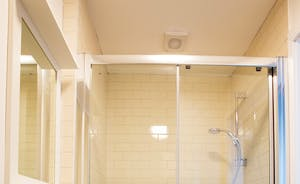 The Plough - The en suite shower room for Bedroom 3
