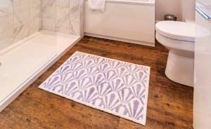 The Piggery - Bath & Shower room