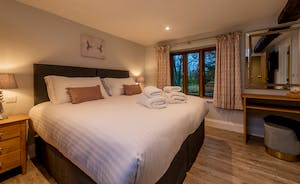 Kingshay Barton - Bedroom 4 (Coombe) sleeps 2 in zip and link beds (super king or twin)