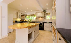 Garden Court - The kitchen is bright and fresh, and well equipped for large groups