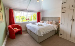 The Benches - Bedroom 2 : light and spacious, overlooking the River Wye