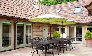 Cockercombe - Plenty of outdoor space and plenty of seating - perfect for barbecues