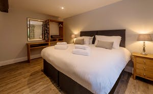 Kingshay Barton - Bedroom 7 (Venley) sleeps 2 in zip and link beds (super king or twin)