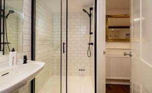 Hesdin Hall - Bedroom 5 has an en suite shower room