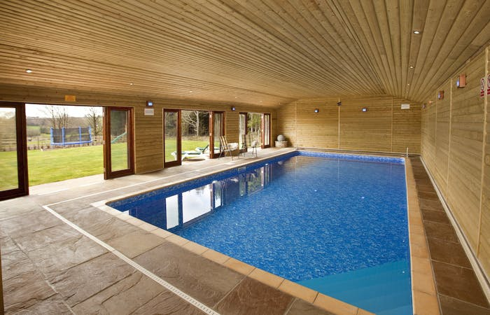 Gropu accommodation forest of dean sleeps 12 with indoor pool and games room