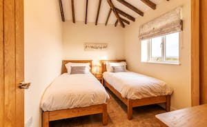 The Cowshed - Twin bedroom