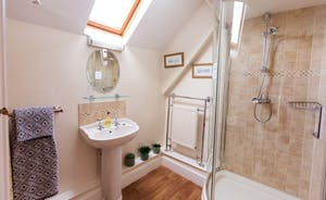 Frog Street - The Willow Room has an en suite shower room
