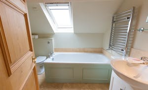 House On The Hill - Bedroom 4: And a fabulous en suite bathroom