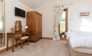 Foxhill Lodge - Bedroom 2: Zip and link beds mean superking or twin