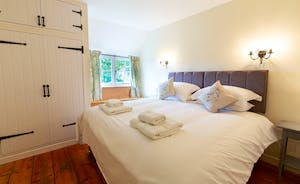 Pippinsands, Stonehayes Farm - Bedroom 3 is another room with zip and link beds