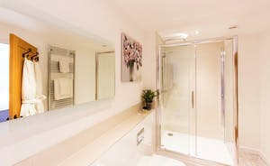 The Granary - Fresh and light; the en suite bathroom for Bedroom 5
