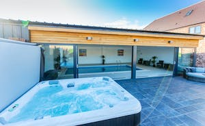 The Granary - Relax in the hot tub; heaps of fresh air and open countryside