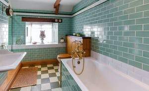 Dancing Hill - Heritage styling in the family bathroom