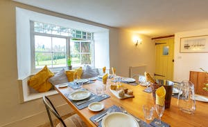Pippinsands, Stonehayes Farm - A lovely light and fresh room overlooking the front garden