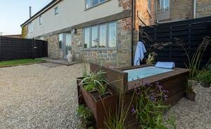 Whimbrels Barton - Curlews Halt has a quirky outdoor bath