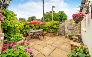 Sticky End Rutland:  Courtyard Cottage Garden