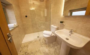 Beaverbrook 30 - Bedroom 4 en suite; the showers can be remote controlled!
