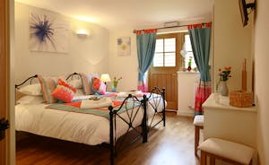 All six bedrooms are en suite and have zip link beds so can either be six foot superkings or twins- we call this one The Kath Kidston Room!!