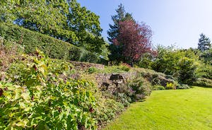 The Benches - A beautiful and well maintained garden - perfect for relaxing in