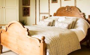 Elm beams in the walls - Carved bed in an ensuite bedroom
