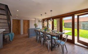 Whimbrels Barton - Bean Goose Barn: The dining table overlooks the garden
