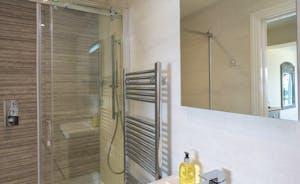 Bedroom 3 en suite with shower