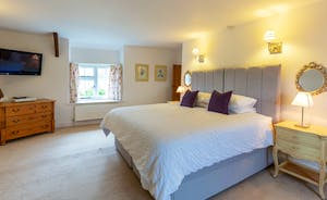 Frog Street: Orchard Suite - Bedroom 1 - Zip and link beds and the option of two extra singles
