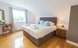 Fuzzy Orchard - Bedoom 4: fresh and modern, with an en suite wet room