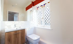 Pitmaston House - Feature window in the en suite shower room for Bedroom 4