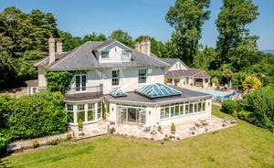 Sandfield House - Holiday house in Somerset that sleeps 14 guests with private outdoor pool, swim spa and sauna